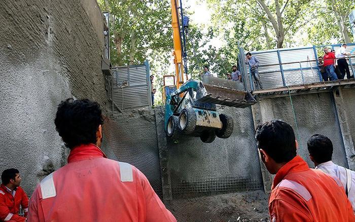 ریزش آوار روی دو کارگر ساختمانی